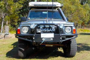 """Full front view of a GQ Nissan Patrol Wagon fitted with a 3"""" inch AmadaXtreme Explorer 11 Superflex lift kit"""