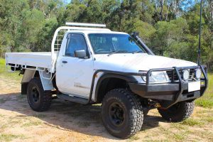 """Front right view of a white GU Nissan Patrol single cab ute fitted with a 4-5"""" inch Superior Engineering superflex lift kit"""