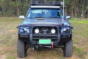 """Full front view of a Gold GU Nissan Patrol Wagon fitted with a 3"""" Inch Superior Engineering Remote Reservoir Superflex Lift Kit"""