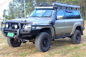 "Left front view of the GU Nissan Patrol Wagon fitted with a 3"" Inch Superior Engineering Remote Reservoir Superflex Lift Kit"