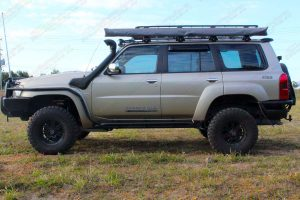 """Left side profile view of the GU Nissan Patrol Wagon fitted with a 3"""" Inch Superior Engineering Remote Reservoir Superflex Lift Kit"""