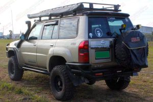"""Rear left end view of the GU Nissan Patrol Wagon fitted with a 3"""" Inch Superior Engineering Remote Reservoir Superflex Lift Kit"""