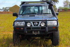 "Full frontal view of a Silver GU Nissan Patrol Wagon fitted with a heavy duty 3"" Inch Superior Remote Reservoir Superflex Lift Kit"