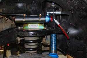 Closeup view of the Superior Engineering remote res shock absorber fixed to a heavy duty reservoir mount on the GU Nissan Patrol Wagon