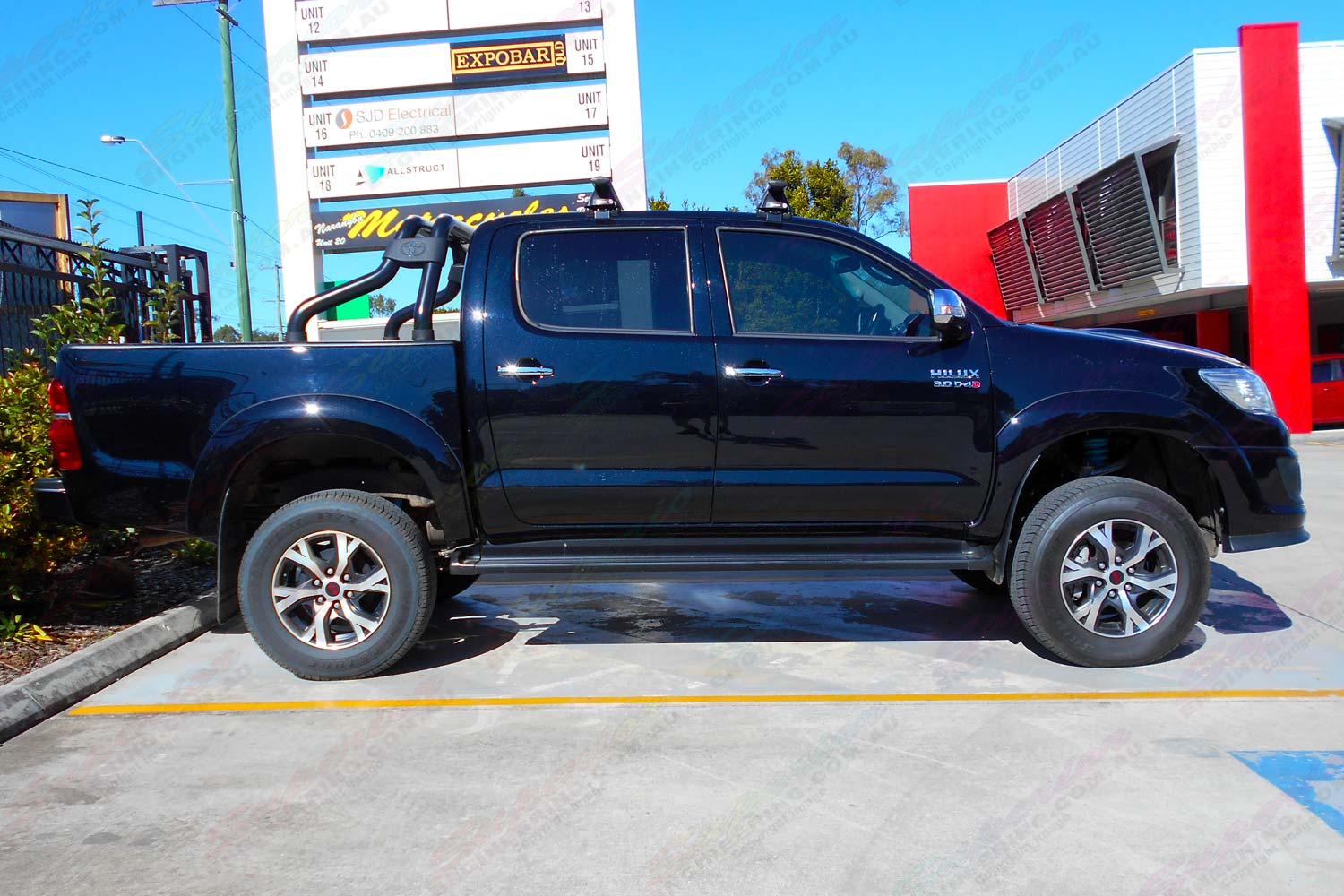 Toyota Hilux Dual Cab - Side View