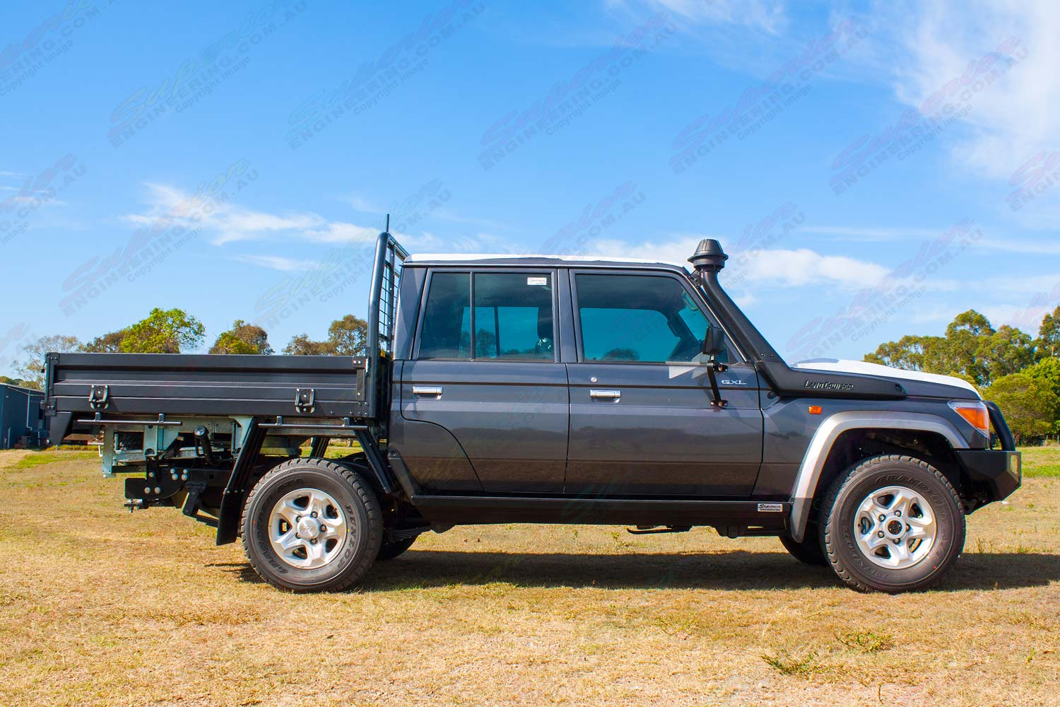 Right side view of a Brand NEW 79 Series Dual Cab Toyota Landcruiser fitted with a set of Superior Stealth Rock Sliders