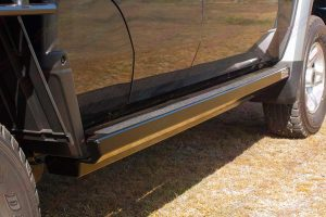 Low profile view of the Superior Engineering Stealth Rock Slider fitted to the 79 Series Dual Cab Toyota Landcruiser