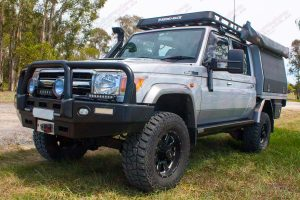 Front left view of a fully kitted out 79 Series Toyota Landcruiser (Dual Cab) fitted with some new Superior Engineering Stealth Rock Sliders