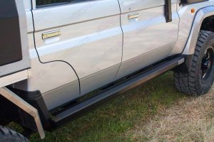 Closeup of the right hand side Stealth Rock Slider fitted to the 79 Series Toyota Landcruiser 4WD