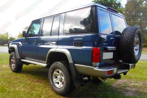 Rear left side view of a 76 Series Toyota Landcruiser 4wd fitted out with a 2 inch Superior Remote Reservoir Lift Kit