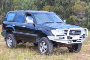Front right view of a 100 Series Toyota Landcruiser after being fitted with a premium 2 inch Bilstein lift kit with air bags