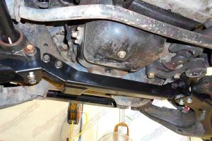 Closeup view of a heavy duty Superior Crossmember diff drop kit fitted to a 100 Series Toyota Landcruiser 4wd