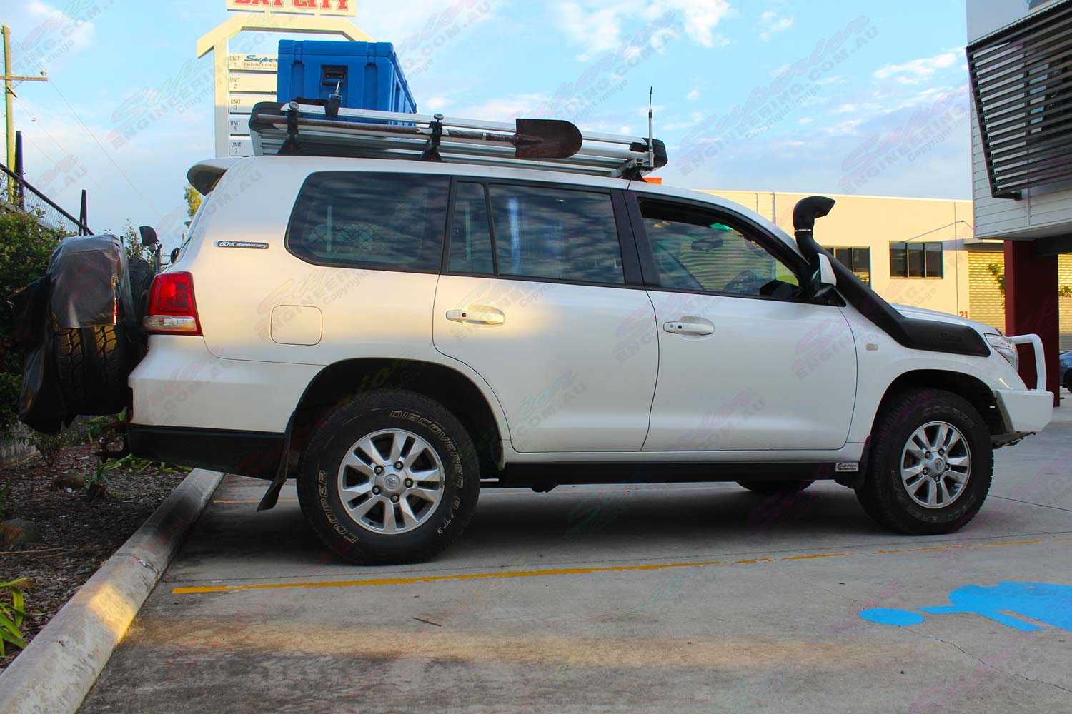 Right side view of a white 200 Series Toyota Landcruiser fitted with a set of heavy duty Superior stealth rock sliders and engine guard