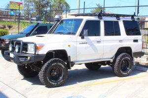 Front left view of a 76 Series Toyota Landcruiser after being fitted with a premium Superior Remote Reservoir Superflex 4 Inch Lift Kit