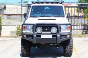 Full front view of a 76 Series Toyota Landcruiser after being fitted with a premium Superior Remote Reservoir Superflex 4 Inch Lift Kit