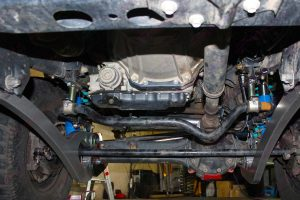 Closeup view of a set of superior superflex radius arms and swaybar extensions fitted to the the single cab 79 Series Landcruiser (on the hoist)