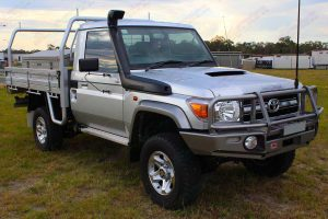Front right side view of a silver 79 Series Toyota Landcruiser (single cab) ute fitted with 3 inch Superior Nitro Gas lift kit