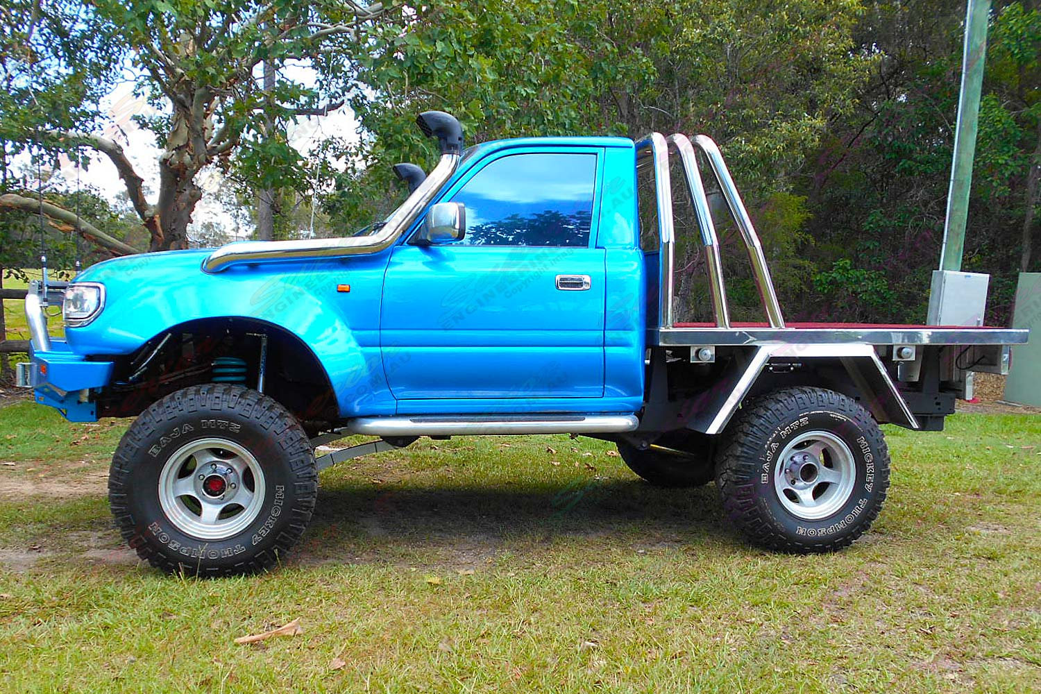 Left side view of a blue single cab 80 Series Toyota Landcruiser after being fitted with a premium Superior Remote Reservoir 5 Inch Lift Kit
