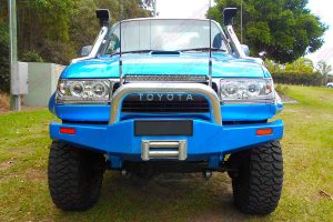 Full front view of the blue single cab 80 Series Toyota Landcruiser after fitting a Superior and Profender Remote Reservoir 5 Inch Lift Kit