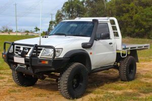 Front left side view of a Nissan Patrol GU single cab ute fitted with the heavy duty 4 inch Nitro Gas suspension kit