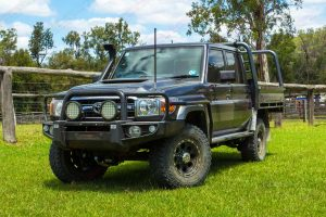 Front left view of the VSC 79 Series Toyota Landcruiser (Dual Cab 2016-2017 Model) at the Landcruiser Mountain Park cattle yard