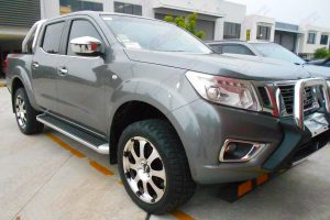 Front right view of the Nissan Navara NP300 after being fitted with a 35mm Ironman lift kit, Superior panhard rod, swaybar extensions & Advanti Hammer alloy wheels