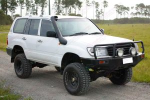 Front right view of a white 105 Series Toyota Landcruiser Wagon after being fitted with a 3 inch Superflex Tough Dog 4x4 lift kit
