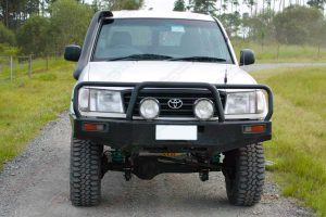 Front view of athe white 105 Series Toyota Landcruiser Wagon after being fitted with a 3 inch Superflex Tough Dog 4x4 lift kit
