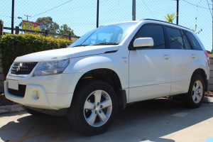 Left front view of a white Suzuki Grand Vitara after being fitted with a 40mm Dobinson lift kit