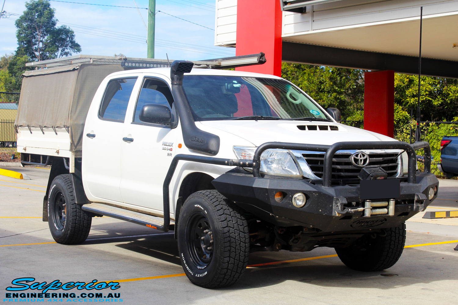 Right front side view of a Toyota Vigo Hilux Dual Cab before fitment of a Superior Engine Diff Guard with Rated Recovery Point & Superior Stealth Rear Diff Guard