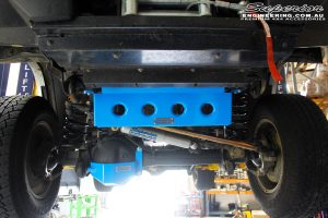 Front mid underbody shot of the fitted Superior Steering Radiator Guard & Diff Guard powder coated Biaze Blue & Steering Damper with Adjustable Draglink Hollow Bar