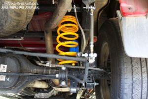 Right underbody view of the fitted Superior Nitro Gas Shock with King Coil Spring and Sway Bar Extensions