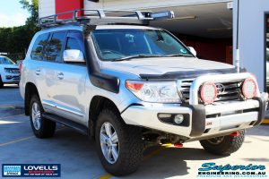 Right front side view of a Toyota 200 Series Landcruiser after fitment of a Lovells GVM Upgrade Suitable For Toyota Landcruiser 200 11/07 on 4000kg (OE 3300kg) Post Registration
